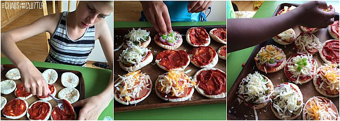 kids making mini pita pizzas